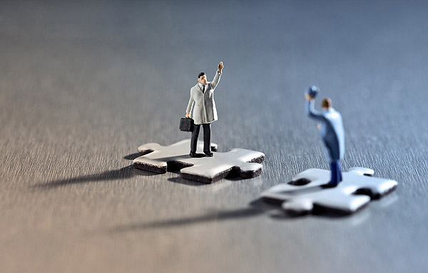 Channel Marketing (image: figures of people standing on individual jigsaw puzzle pieces facing eachother)