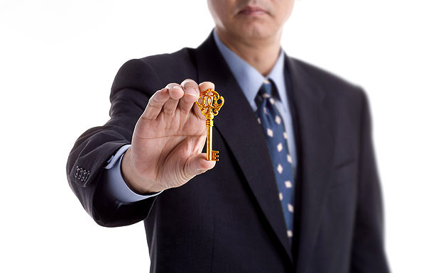 marketing automation (image: man holding a key)